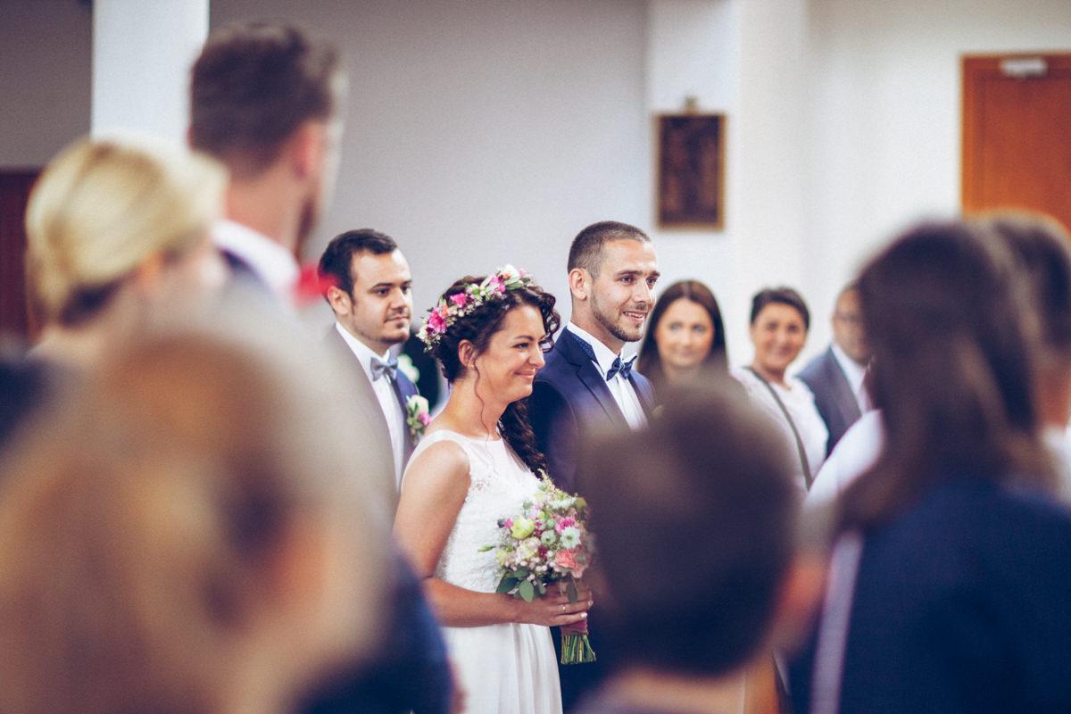 wejście do kościoła pary młodej