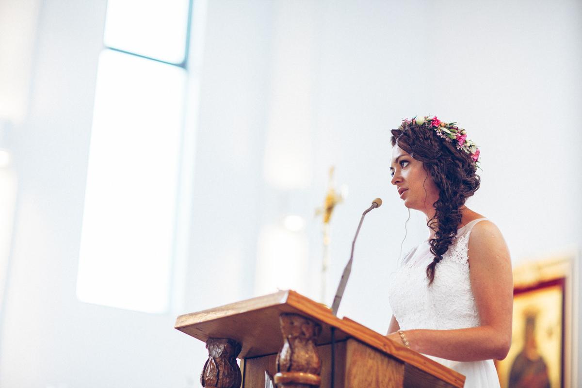 Pani młoda w kościele